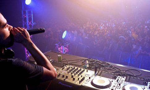 Comment décrocher ton premier booking DJ en 5 étapes ?