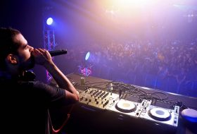 Comment DEVENIR DJ PROFESSIONNEL (3 conseils) ?