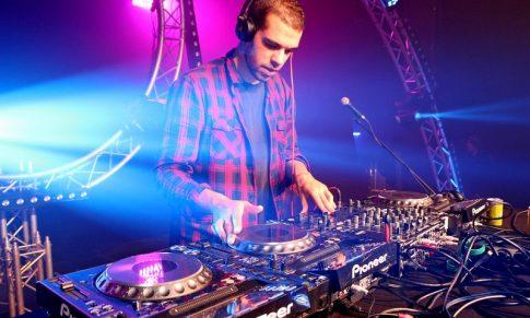 Comment ETRE DJ RESIDENT (en 5 étapes)